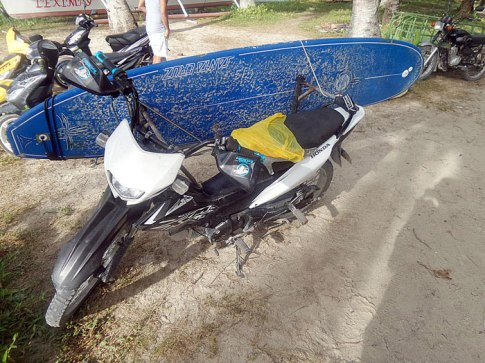 You'll see a lot of this kind of motorbikes in Siargao. It's with a rack so you can easily travel with your board. Very ingenious!
