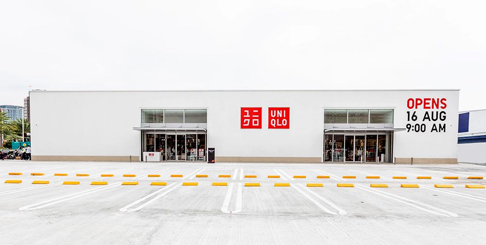 04-UNIQLO-Westgate-Roadside-Store
